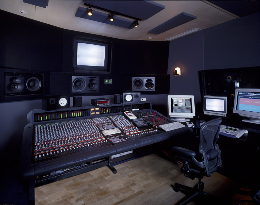 becoming-a-music-producer-the-international-student-blog-music-studio-producer-music-studio-producer